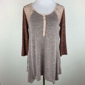 LOGO by Lori Goldstein Henley lace tunic sz Small